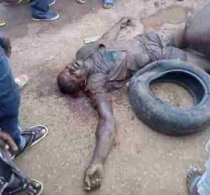Notorious Phone Snatcher Beaten to A Pulp By Angry Mob In Bayelsa (Photo)